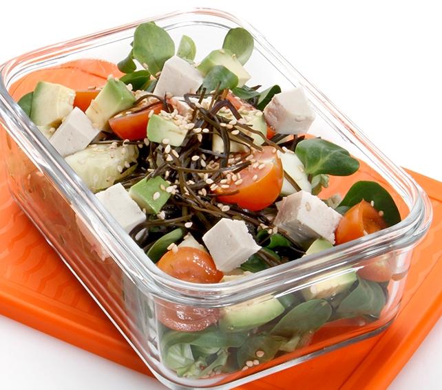 Ensalada de algas con tofu