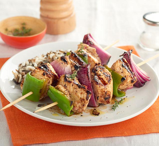 Kebab de pavo con arroz salvaje