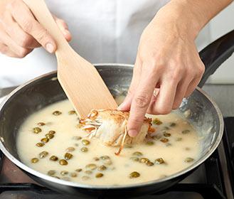 recetas paso a paso rollitos de merluza con gulas y alcaparras