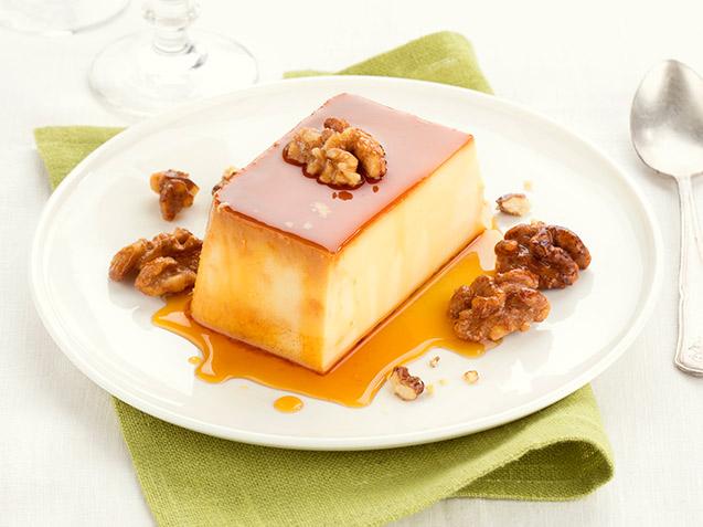 Flan de queso con nueces caramelizadas