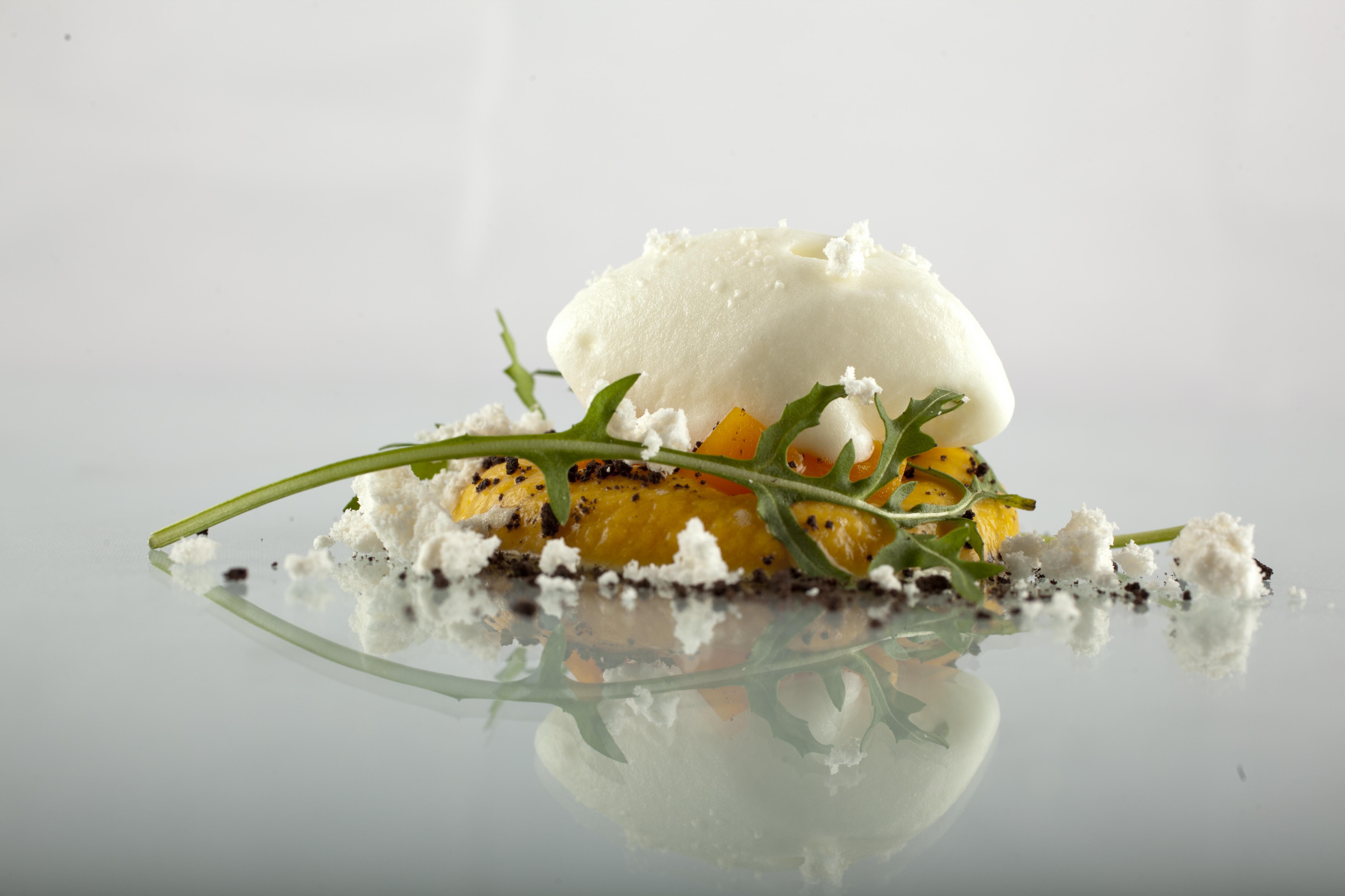 Calabaza, queso, rúcula y ajo negro