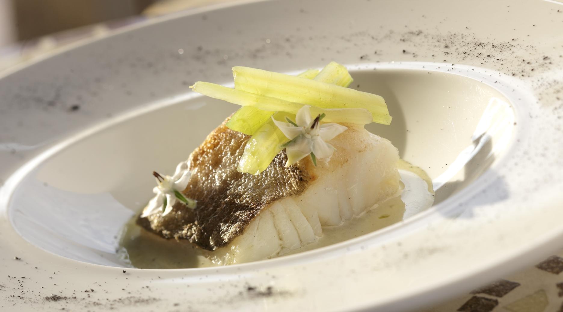 Lomo de bacalao con pilpil y ceniza de calamar