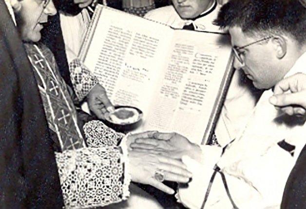 Padre Ángel el día de su ordenación