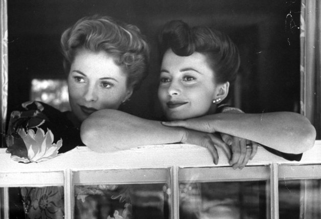 2 Olivia de Havilland con su hermana, Joan Fontaine
